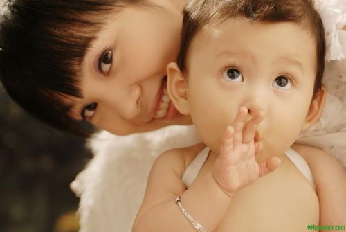 贵阳育婴师培训:宝宝的衣服如何选择和清洗