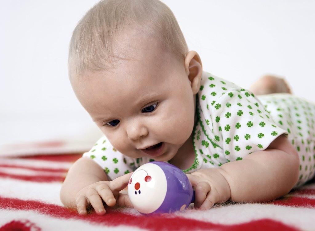 这便和《0-6个月婴幼儿喂养指南》形成了姐